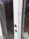 Envejsskruger monteres i hele dørens højde, og forhindre opbrydning med koben.